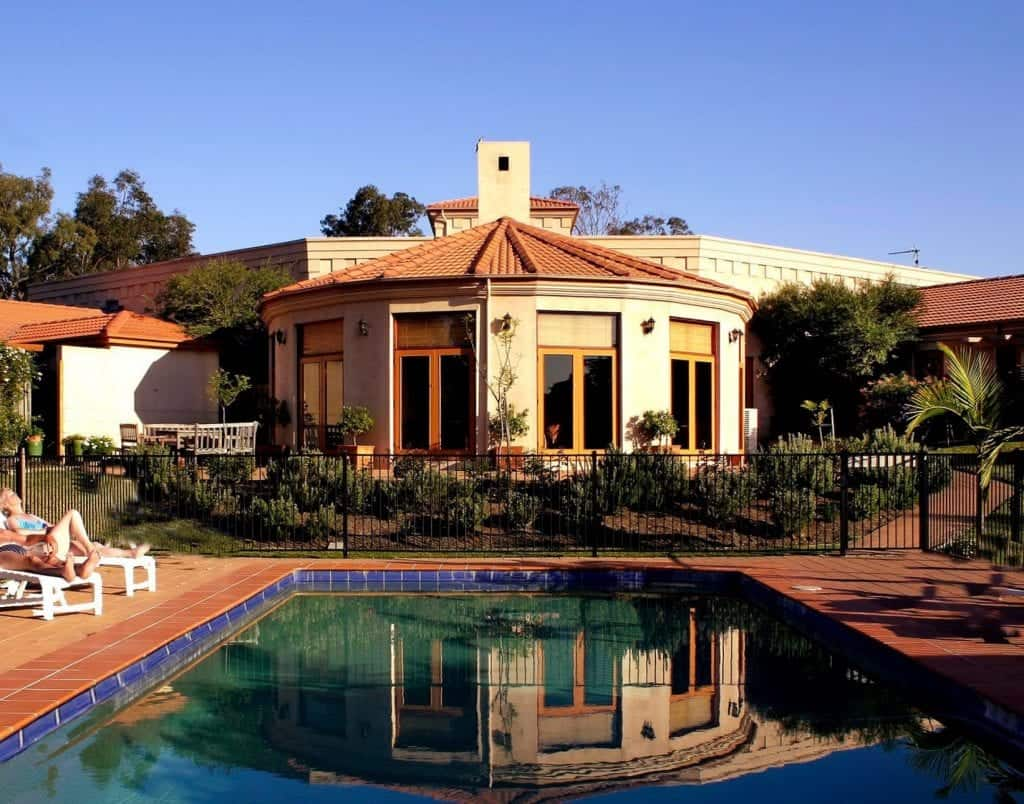 estate tuscany building and pool